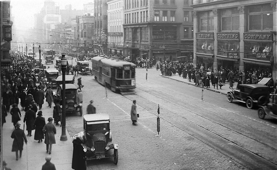 Main street traffic 1920s