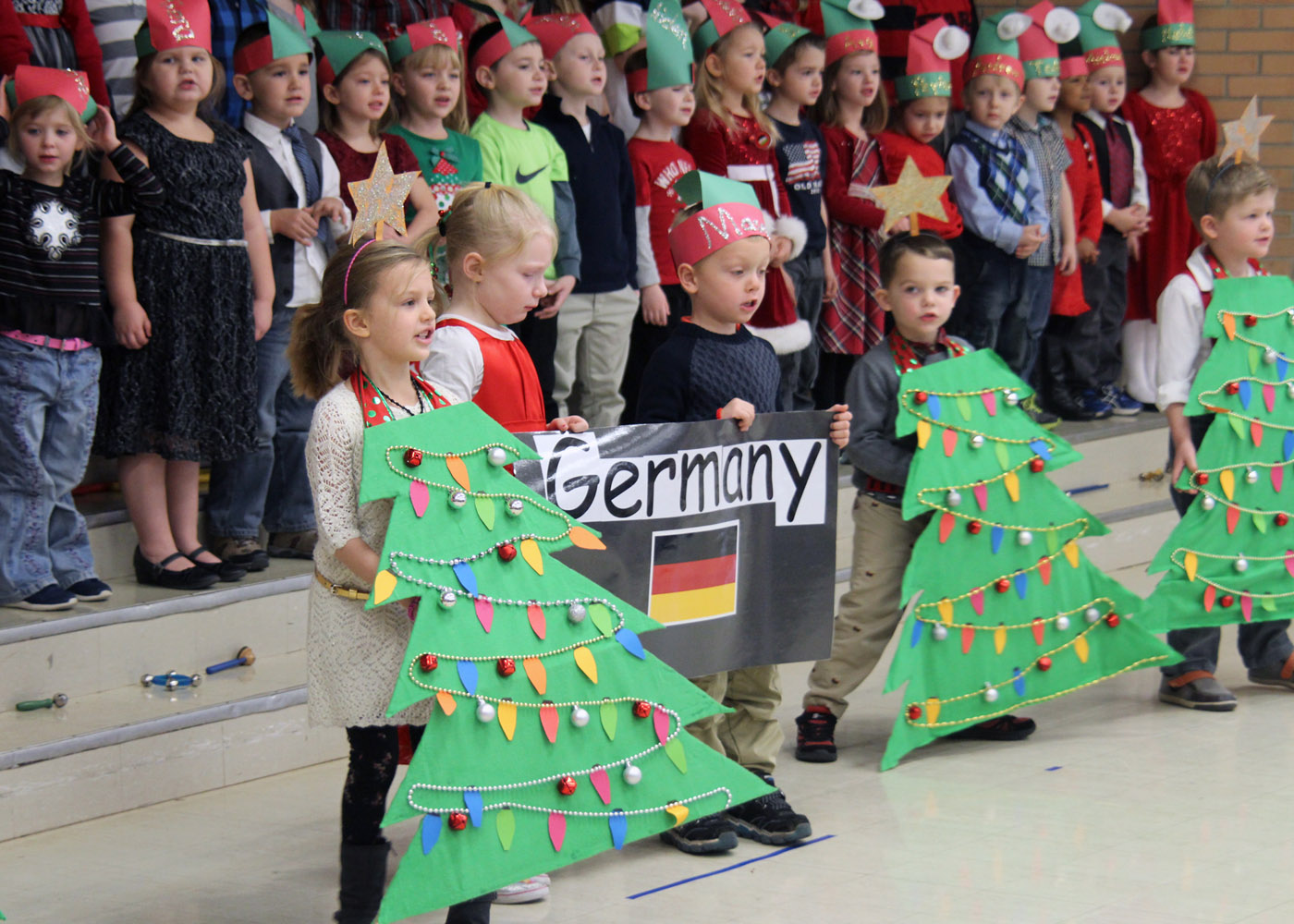 B b kindergarteners celebrate holidays westside news for How did the christmas tree tradition start