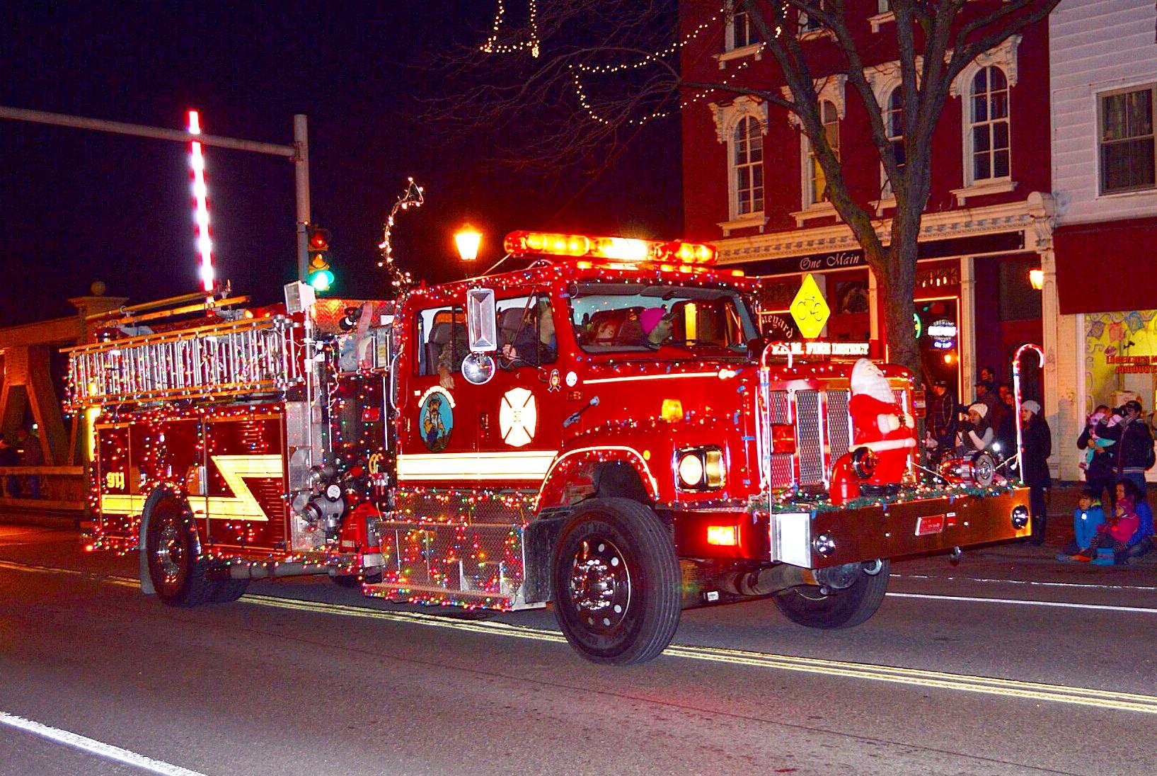 2015-fire-truck-parade-2-r-nicholson