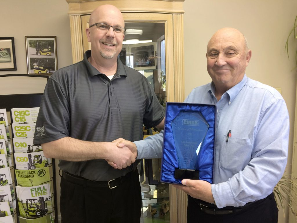 Andy Jurginson, Northeast Regional Coordinator of Clark Material Handling (left), presents Mike Scamacca, President/CEO of MS Equipment, with the Dealer of Distinction Award. Provided photo