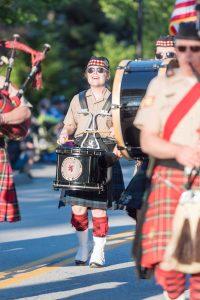 parade-happy-drummer