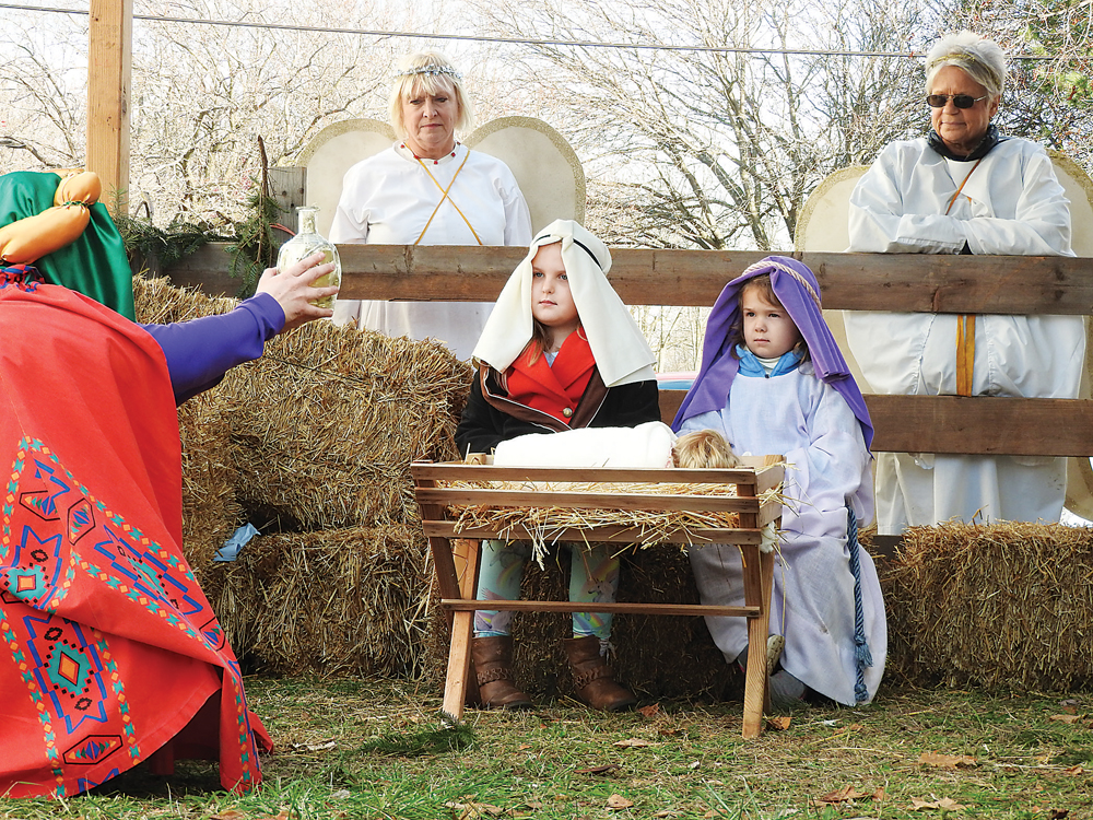 Ava Harding (left) and Laney Harding (right) were ab le to participation the Living Nativity Scene.