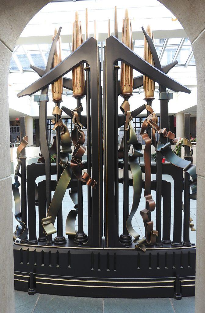 Sculpture thru opening