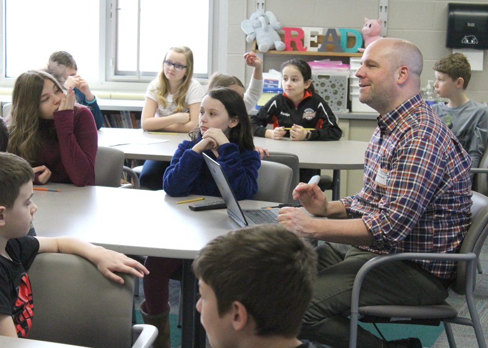 Author Kevin Kurtz works with third- and fourth-grade writers exploring the topic of polar bears and planning the outline for an original story.