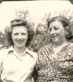 Helen Lemcke with her mother Myrtle.