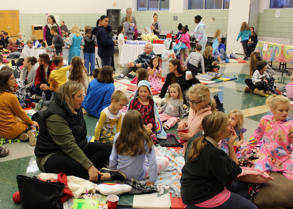 The CRS cafeteria was filled with a capacity crowd of enthusiastic readers for the CRSPTO-hosted event.