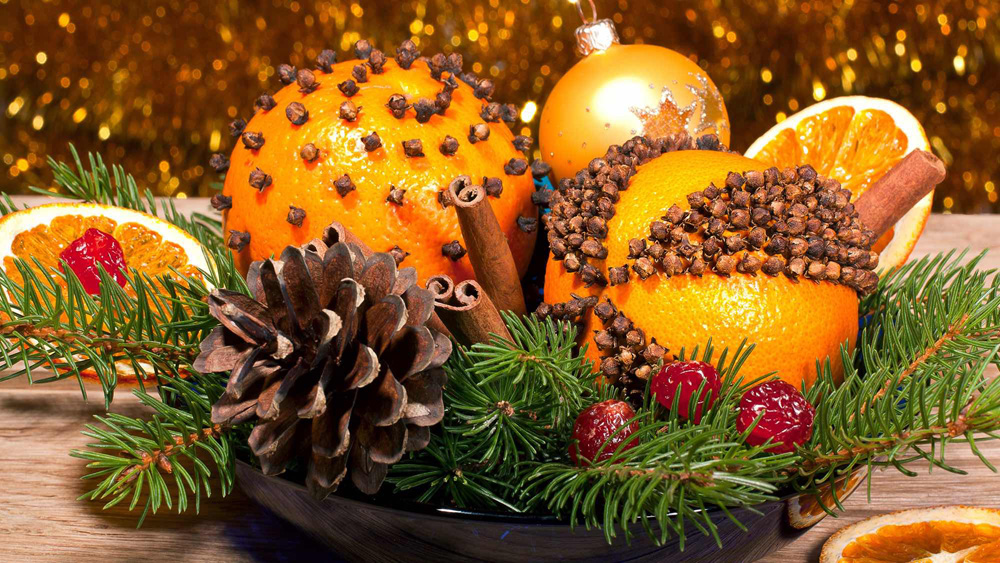 Pomanders made of oranges and cloves and cinnamon sticks are popular holiday scents which come from plants and plant parts. Image from schwarte.co.uk.